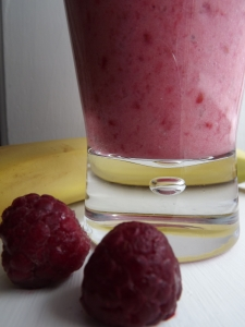 Banana, Raspberry & Coconut Fruit Smoothie- Dairy-Free Healthy Smoothie Recipe