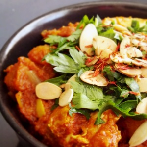 Warm and Spicy Saffron Chicken with Apricots
