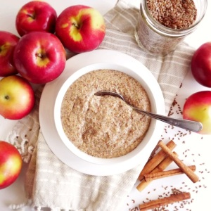 Apple and Flax Seed Porridge